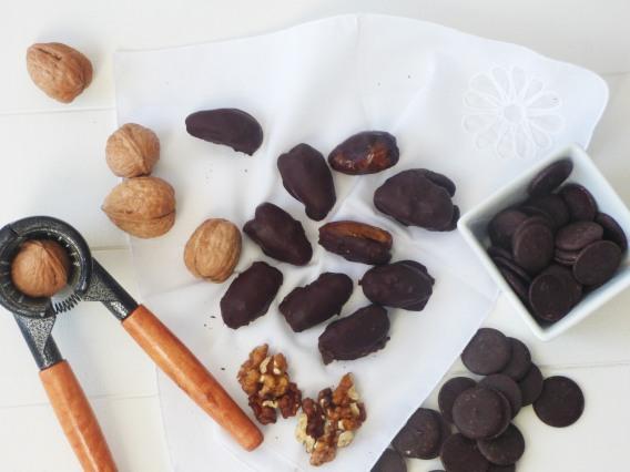 Delicias de dátiles, chocolate y nueces
